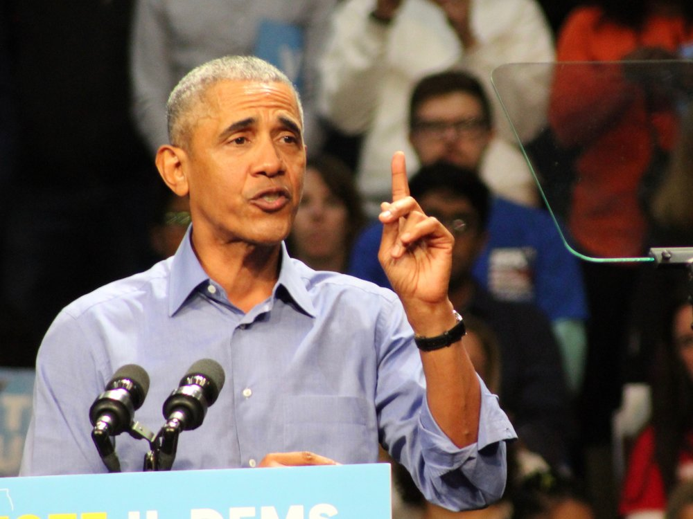 Barack Obama reminds Illinoisans there's one more day to sign up for Obamacare for 2019 before the Saturday deadline. (One Illinois/Ted Cox)
