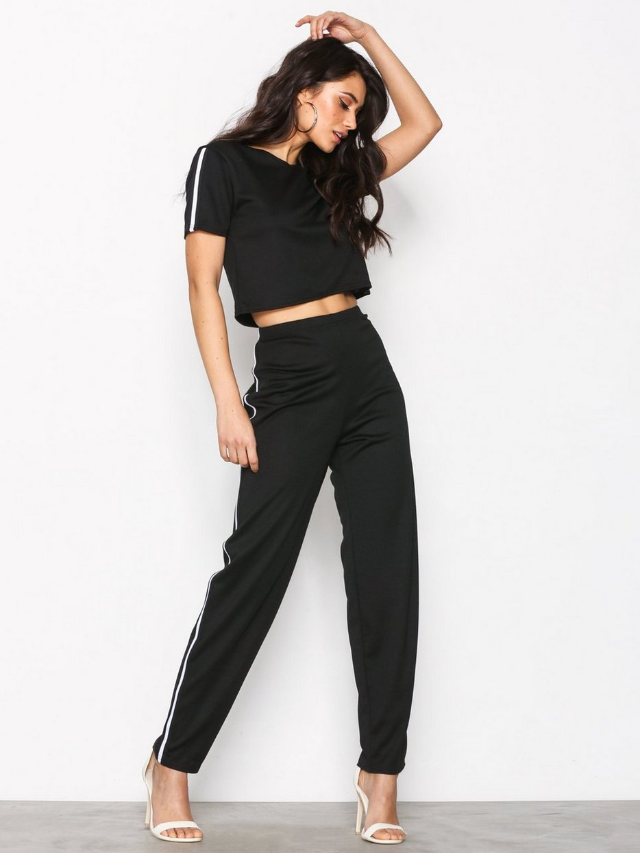 JUMPSUIT  HER  (50% RABATT - 199 KR FOR SETTET)