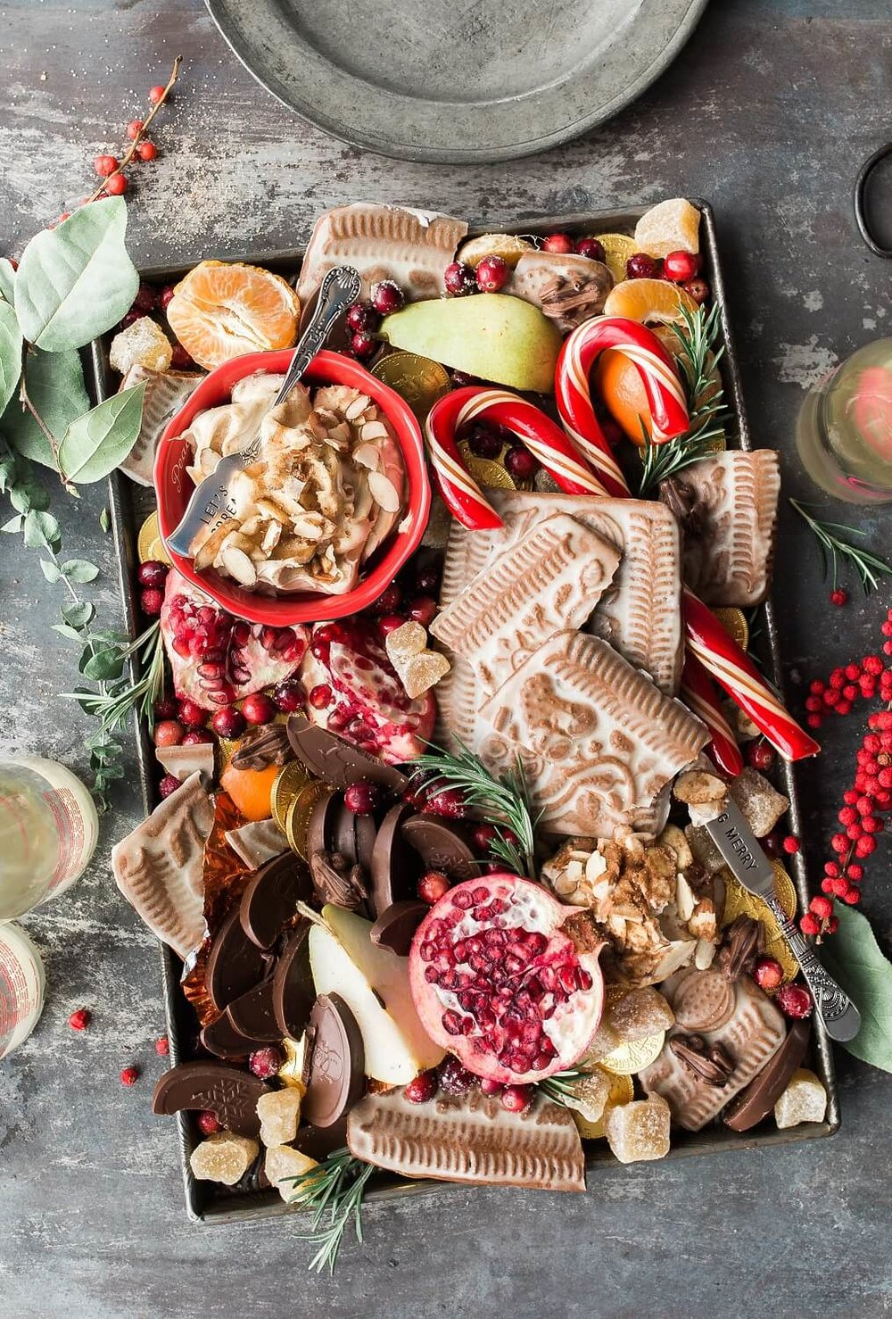 Christmas snacks are everywhere over the festive season. We already make over 200 food decisions and with the highly tempting additional Christmas snacks around it can be hard to stay on track especially if you're trying to lose weight. This blog gives you 5 weight-loss friendly Christmas snacks to try this yuletide. midlifemenu.com/blog/christmas-snacks