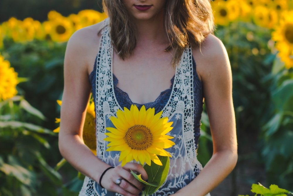"""""""Just like flowers, our friends can be annuals or perennials—the key is knowing who is here for a season and who is here to stay."""" - -Abigail Cole Hardin, CLC & PNLP"""