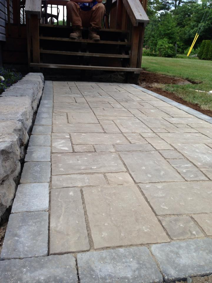 Moderna Beige with Strada Antico Ultra Black Border Stone (Soldier Course)  Flower Bed Stacker - Dimensional Block