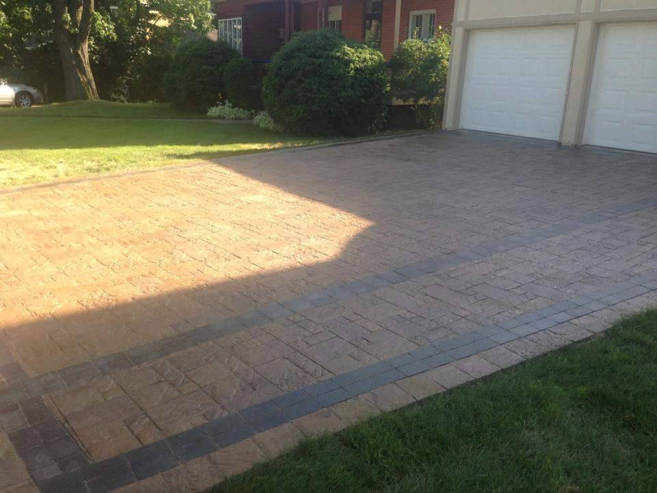 1100 Square Foot Moderna Beige Driveway With Ultra Black In-Lay Walkway