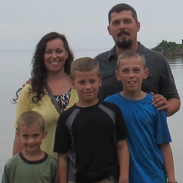 Ellis James Family 2015.jpg