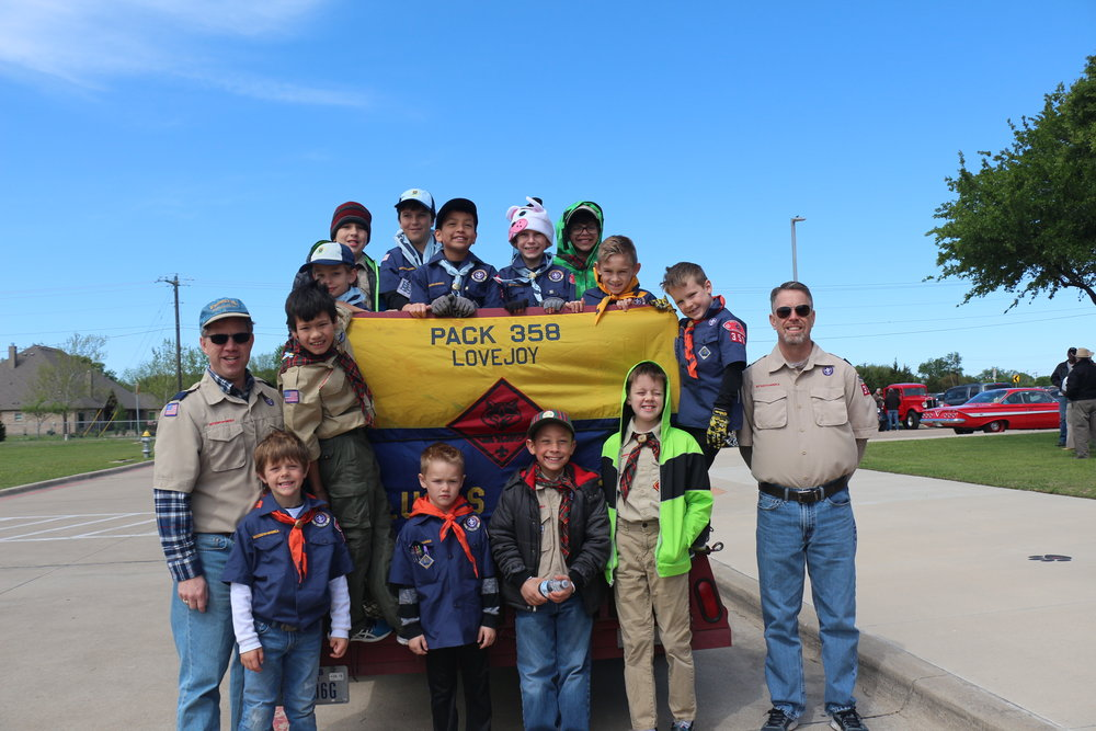 parade scout pack 358.JPG
