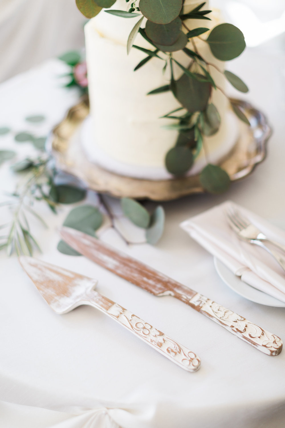 White Wood Cake Knife Set