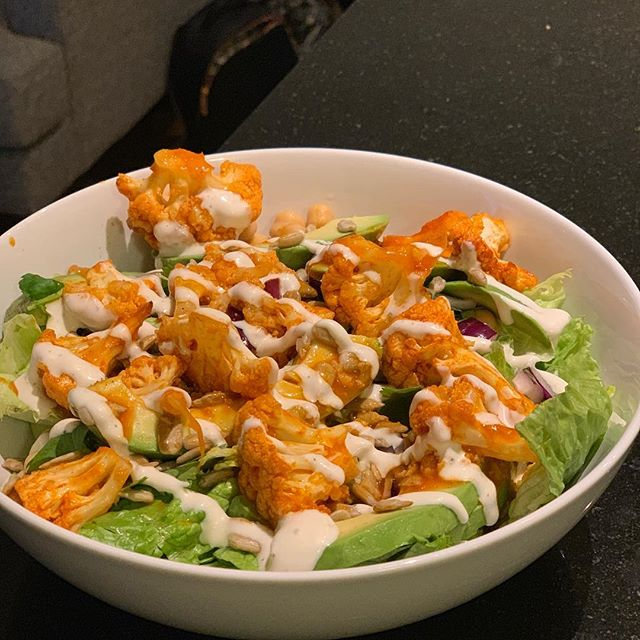 Think it's a buffalo chicken salad? Think again! It's a super tasty buffalo CAULIFLOWER salad! Added garbanzo beans and sunflower seeds for a little boost in protein.  #buffalocauliflower #vegetarian #spicy #healthysubstitute #veggie