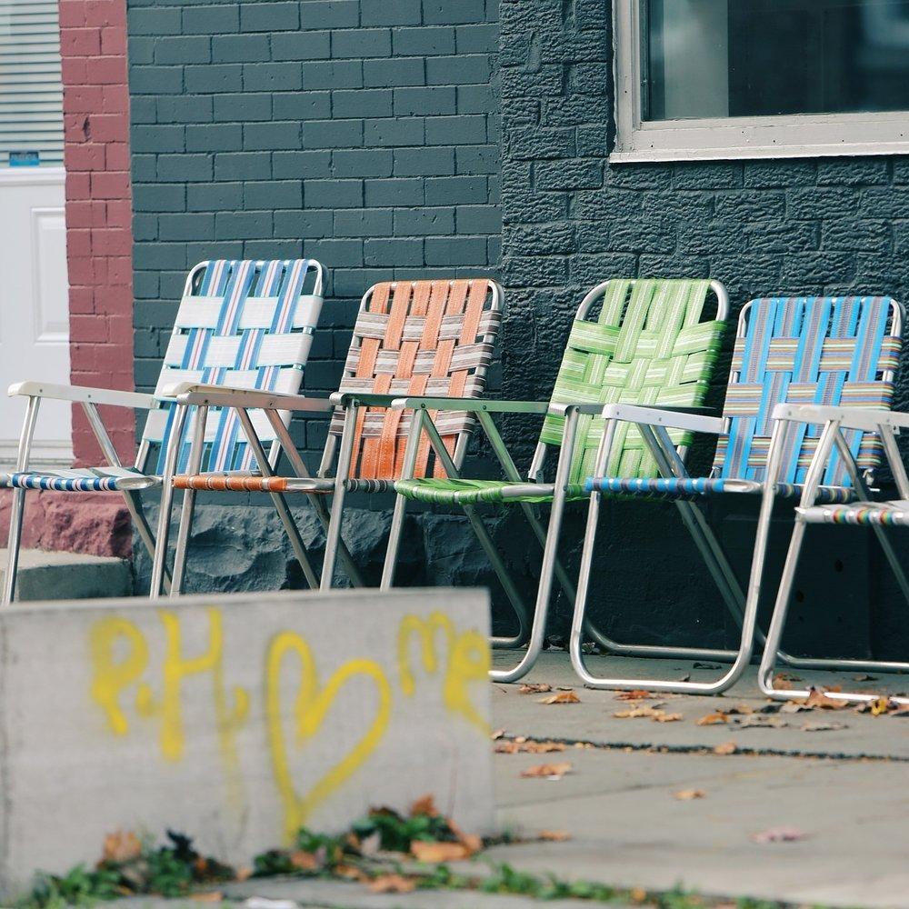 lawn-chairs-698712_1920.jpg