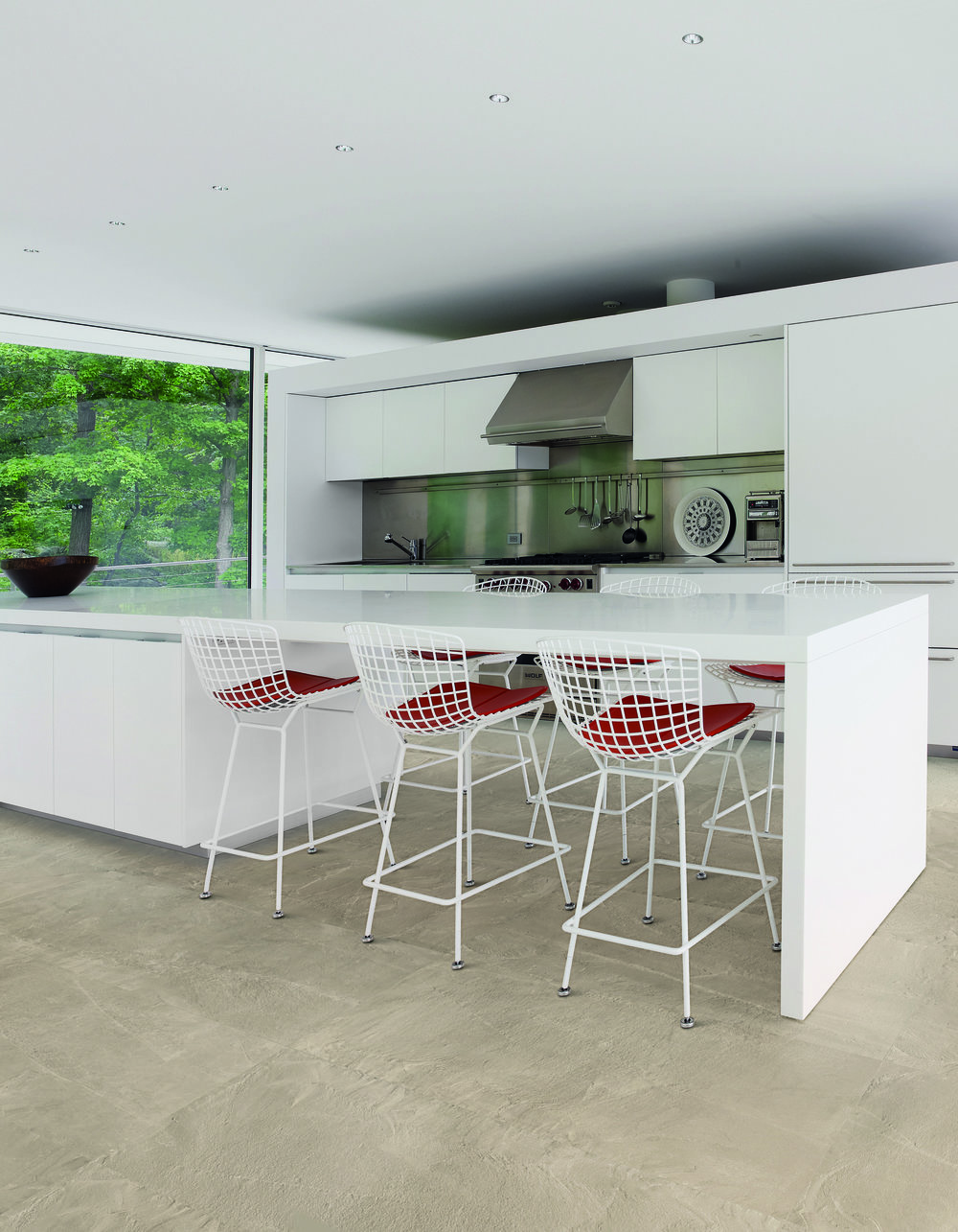 Cornerstone Rockface 60x120 Amb Tavolo bianco.jpg
