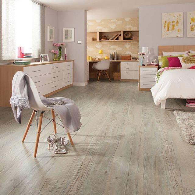 Karndean luxury vinyl plank is waterproof and creates the look of real wood 👌🏼