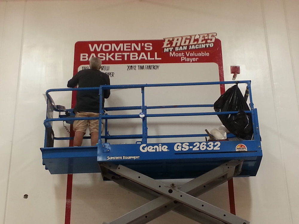 SIGN PAINTER HAND LETTERING GYM GRAPHICS