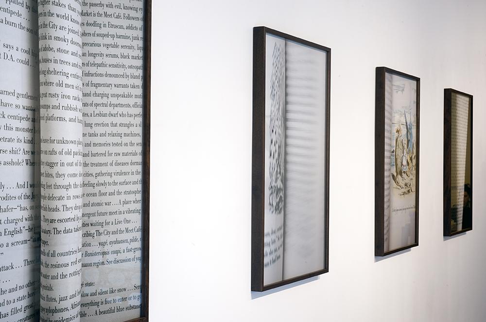 Páginas Viradas instalação no escritorio Martha Pagy