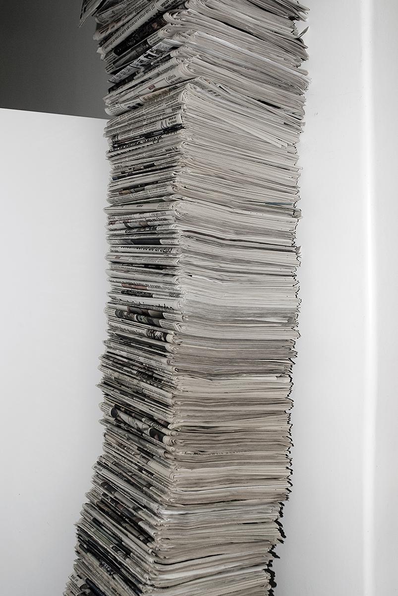 Não leio os jornais  50x35cm 1/3  Coleção Omphale Kós Antunes Maciel .