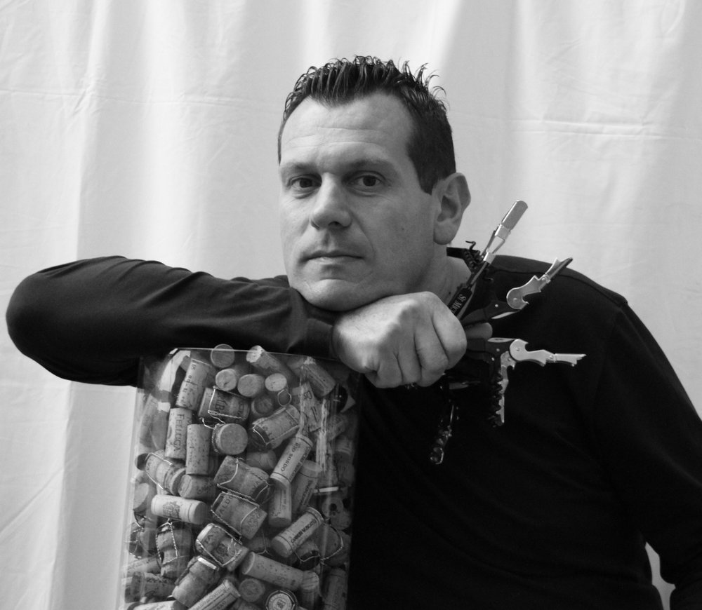 angeloSabbadin - Sommelier professionista da più di venti anni è stato il cellar manager al tri-stellato Le Calandre, gestendo la parte vino di tutti i ristoranti della famiglia Alajmo. Nel 2011 riceve il prestigioso riconoscimento di miglior sommelier d'Italia della guida dell'Espresso. Dal 2013 cura la selezione di Ferro Distribuzione in Castelfranco Veneto. Dal 2012 cura per la Migliori Vini d'Italia i vini del Nord Est. È giudice per Decanter DWAA dal 2013.
