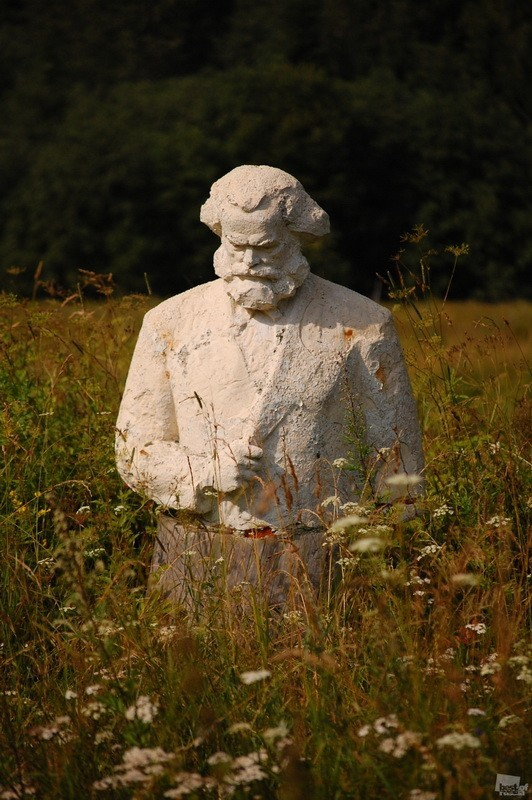 Olga Starikovskaya's photograph of a statue of Marx in the fields of the Tver region, Russia.jpg