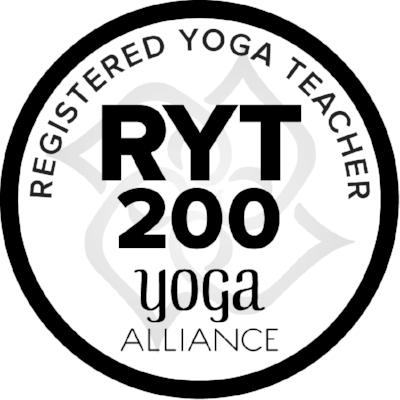 Caroline - Professeur de yoga Yinyasa et Vinyasa certifiée Yoga Alliance.