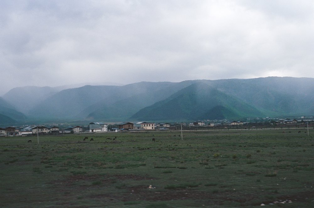 shangri-la, yunnan. grassland, towns, and foggy mountains.