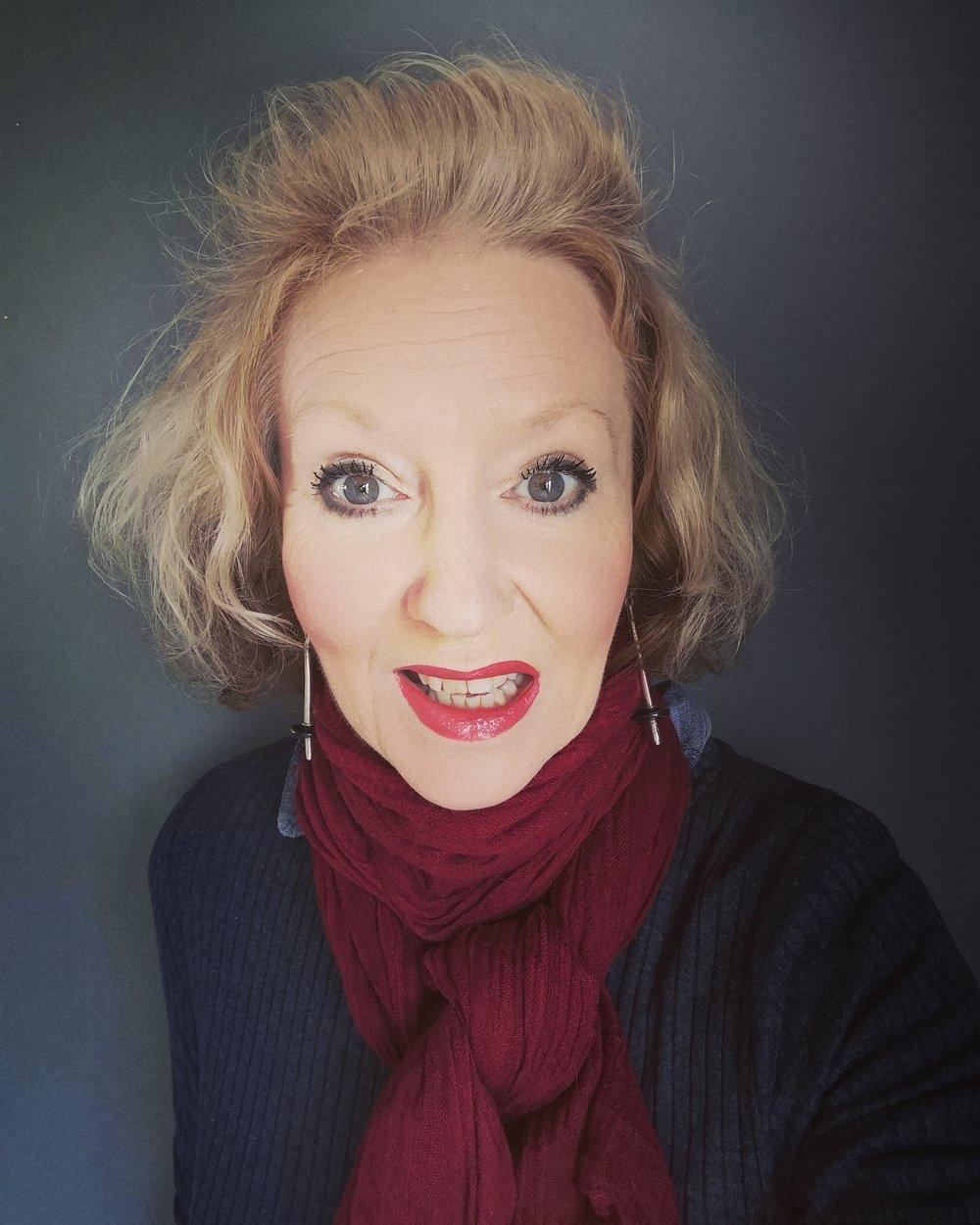 Vicky Newham author photo 2019.jpg