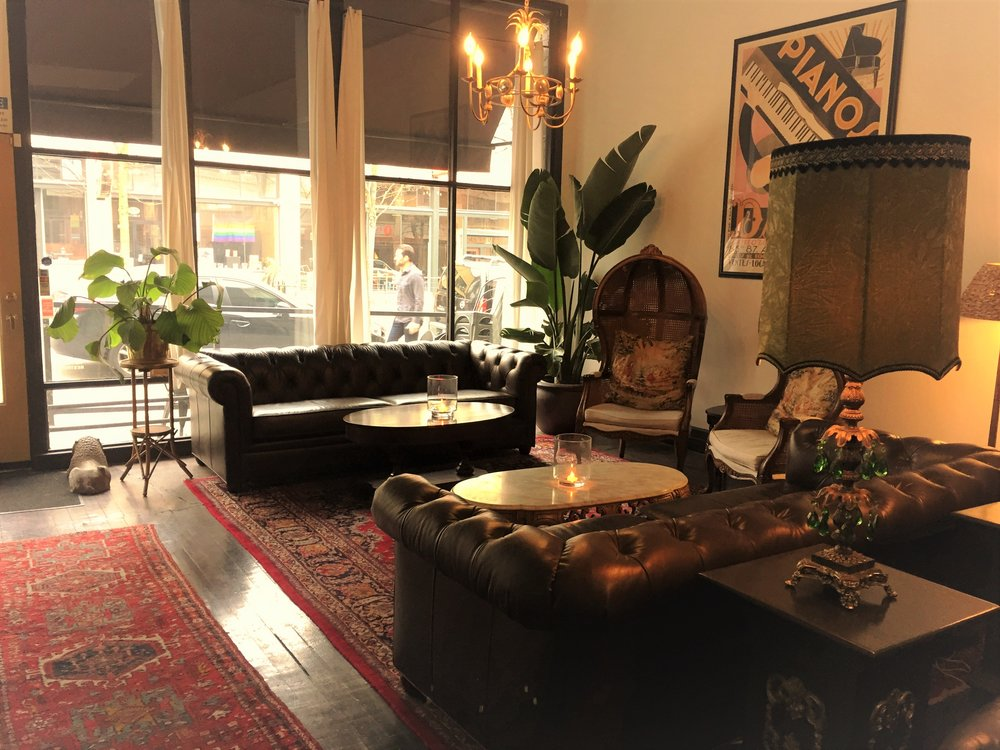 Lounge - With oriental rugs, palm trees and leather sofas, Belmont captures the lavish eccentricity of London's iconic social clubs like The Groucho and Soho House in a uniquely Seattle way.