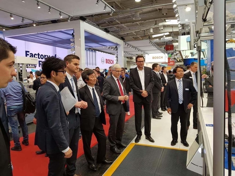 Hannover Messe 2018Mr. Hiroshi Ogasawara, President, Yaskawa Electric CorporationMr. Manfred Stern, Vice President Yaskawa Electric Corporation, Managing Director Yaskawa EuropeMr. Andreas Waibel, Head of Innovations and application development, Yaskawa Europe, Robotics DivisionMr.Peter Boras, CEO and Co-founder RoboticsX -