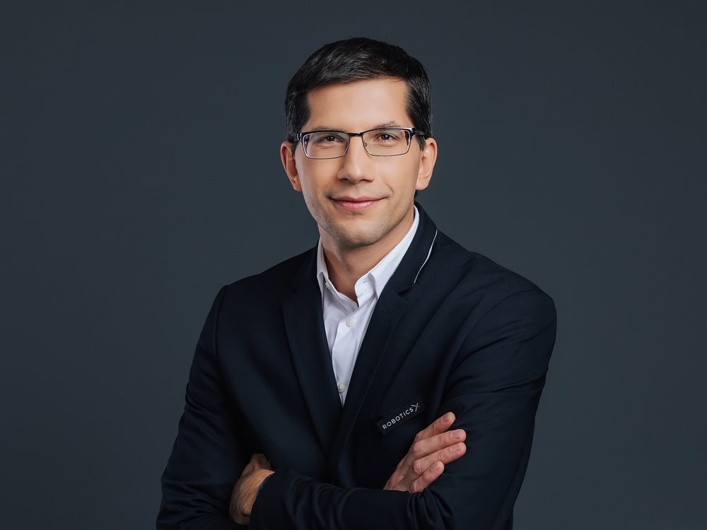 Milos has more than 14 years of software development experience. He has been head of countless projects in the field of payment and user applications.