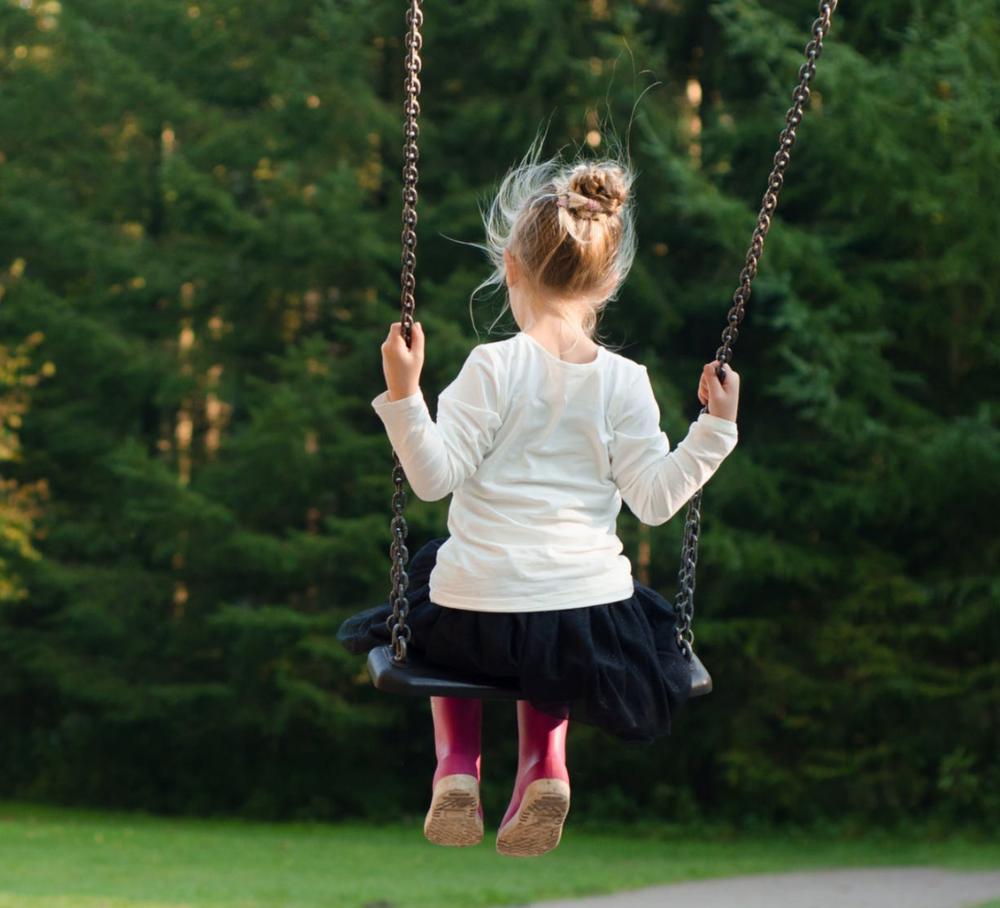 Æ lier å ronse - Huske, disse, dessæ, runse, gynge. Uansett hvor i landet, så elsker de fleste barn dette. I Kristiansand ronser vi i ronsestativet og lier dialekten vår!