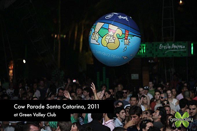 cow_parada_balneário_2011_greenvalley.jpg