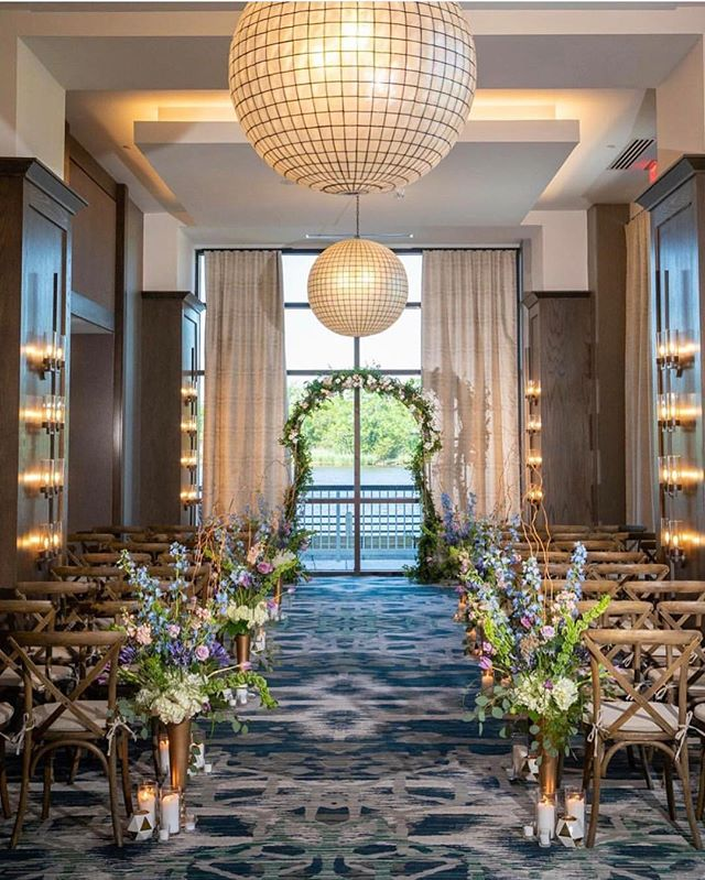 We love the space over at @embassysuiteswilmingtonnc! If you haven't checked it out since their renovation, you need to, because it's a gorgeous spot for a wedding!