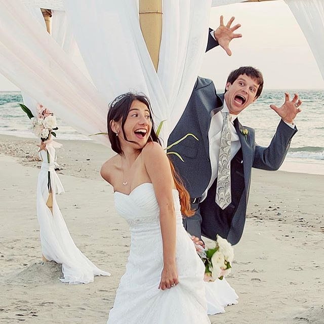 Don't forget to have fun on your wedding day! And get a photographer like @belindakellerphotography to capture all those hilarious moments! . 📷: @belindakellerphotography