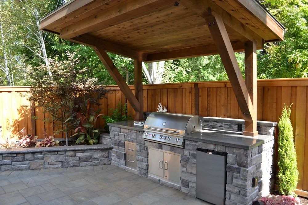 rustic-patio-with-outdoor-kitchen-pergola-and-fence-i_g-IS5q7thkb0l8s40000000000-KeQqc.jpg