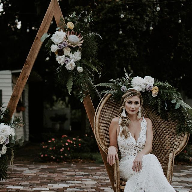 This styled shoot in the garden has me feeling all the Fall moods! 🍂 . . . 🍂 Venue: @elliesgardenjax 🍂 Photography: @yazidavis 🍂 Planner: @eventsby_amanda 🍂 Dress: @whitemagnoliabridal 🍂HAMU: @emilymakesmepretty 🍂 Florals: @floraldesignsbykari 🍂 Couple: @drewspicsdoe and @lesriley_ 🍂 Rentals: 