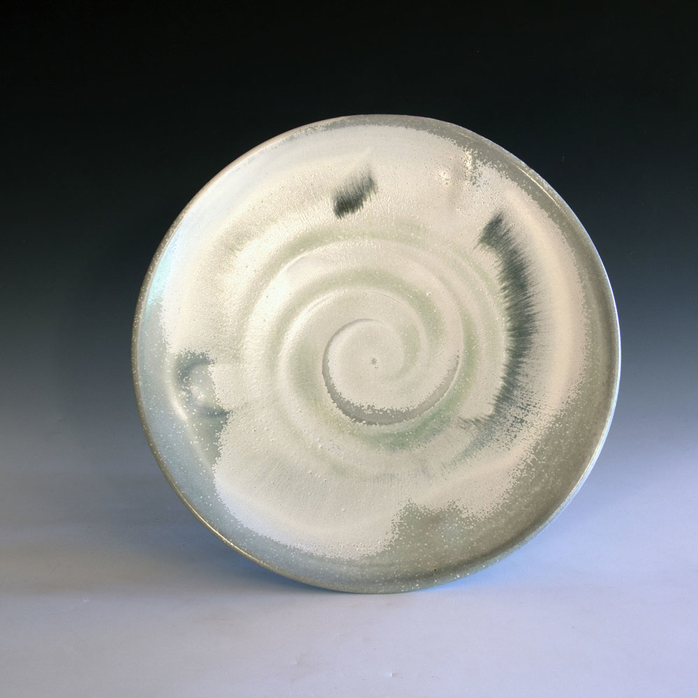 25ee. White and blue porcelatin plate.jpg