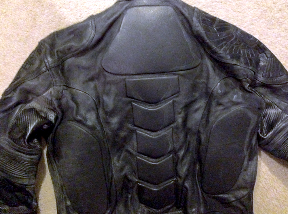 The back has thick padding that's completely hidden by the armor.