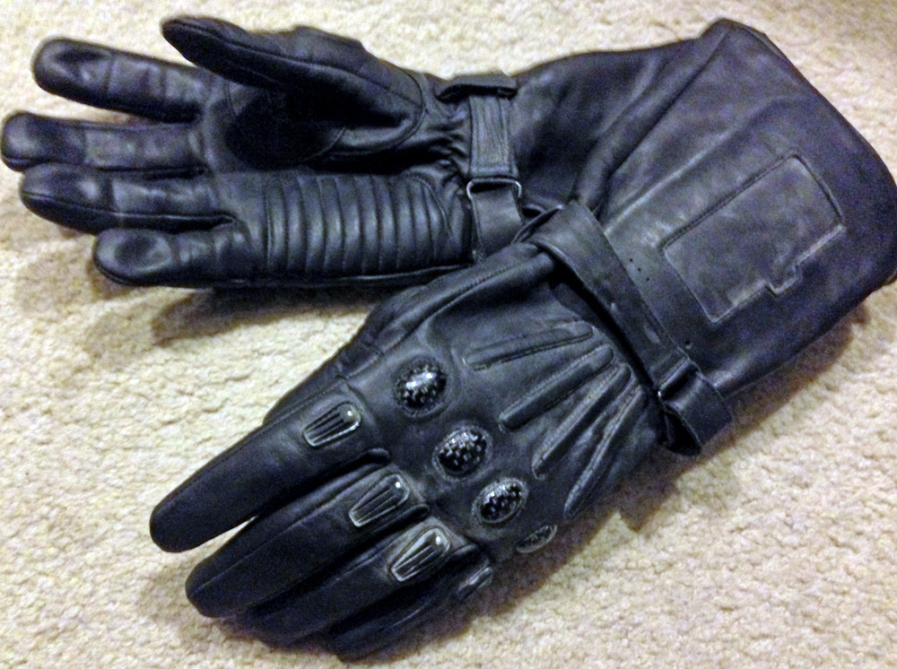 I eventually replaced these with LeatherNext's v.5 gloves which have the right finger plates, the comm built into the left glove cuff and more accurate styling.