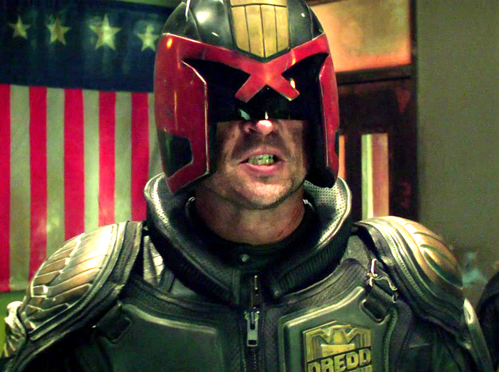Even thought the film wasn't a box office hit, Dredd 3D had a strong fan following, especially among us prop builders. My friend Paul was also building his uniform at the same time so you'll see duplicate parts in the working photos (I did not buy two of everything!).