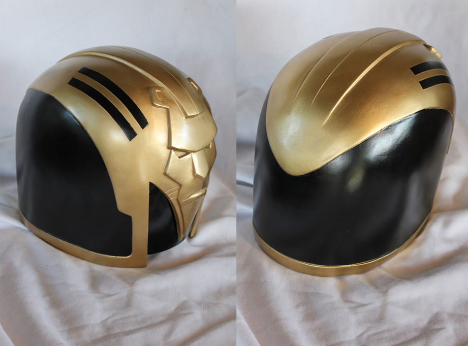 The paint scheme of the helmet was pretty simple, just black and gold.