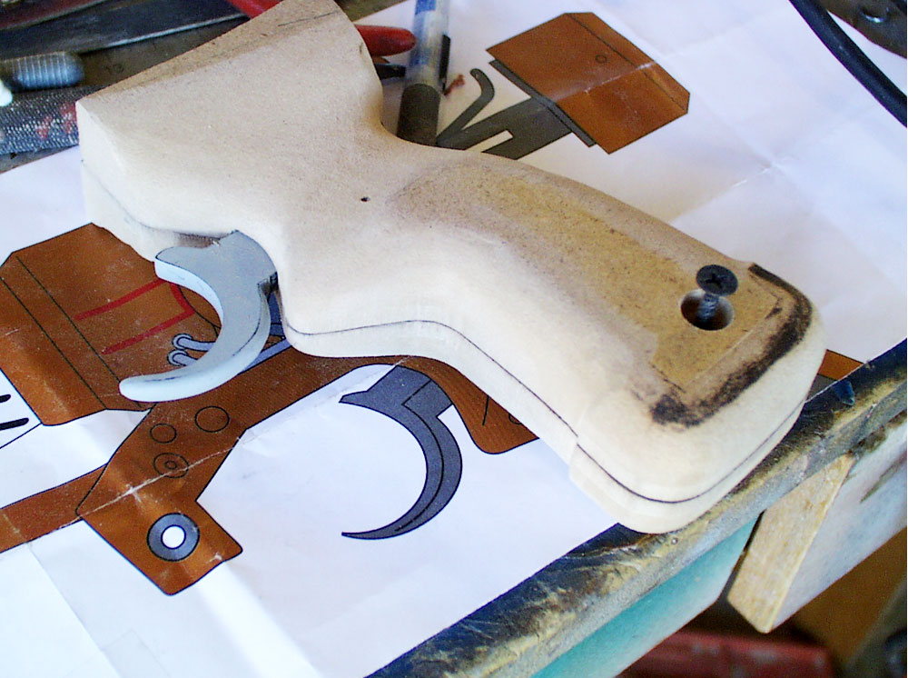 After some shaping with the Dremel, the basic shape of the grip is done.