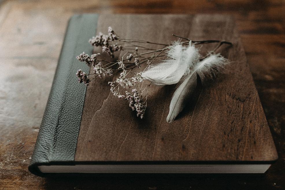 Weddidgbook Wooden Book Mel Ende Hochzeitsfotograf