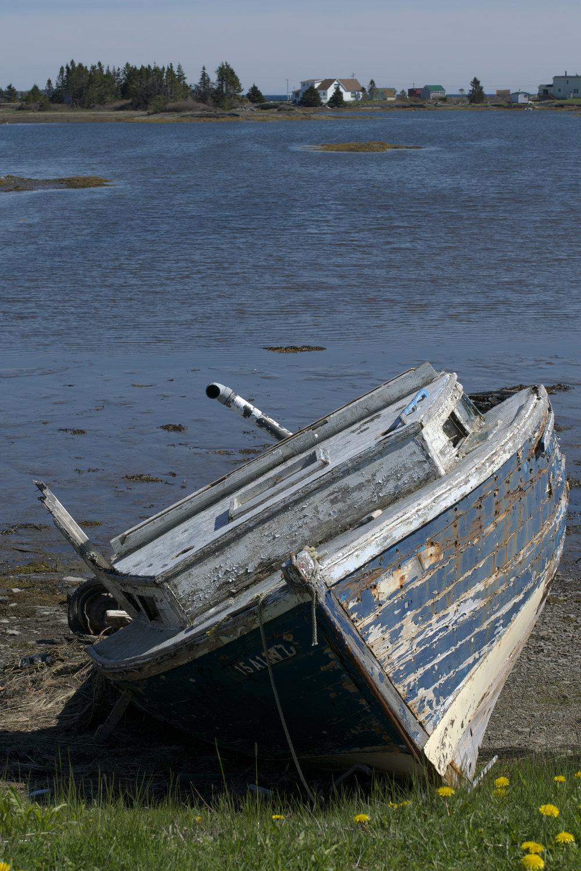 abandonedboat.jpg
