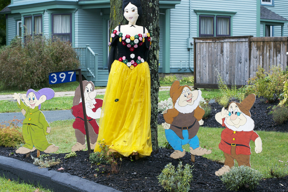 Snow-White-and-the-7-dwarves.jpg