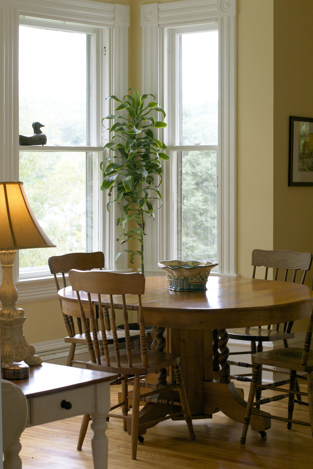 diningroom-round-table.jpg