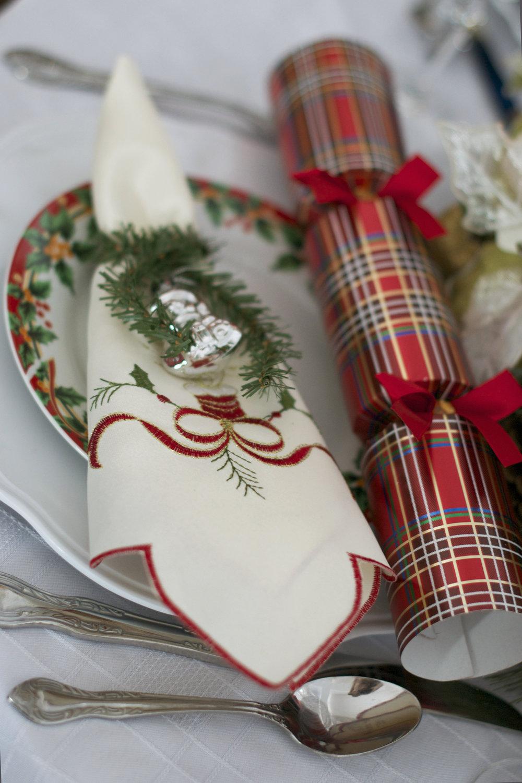 christmas-cracker-place-setting.jpg