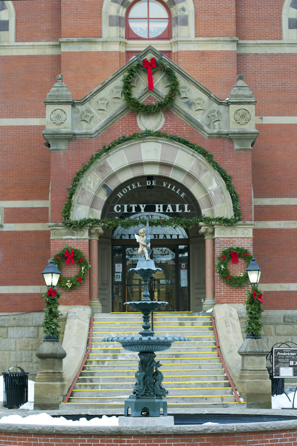 city-hall-close-up-xmas-decor3.jpg