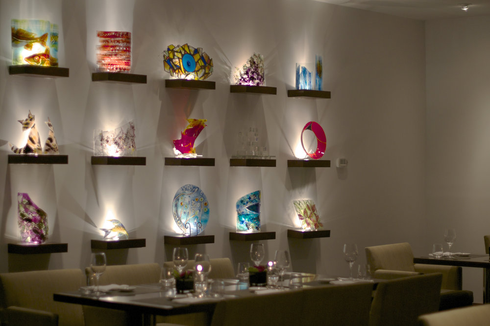 glass-sculpture-wall-dining-table.jpg