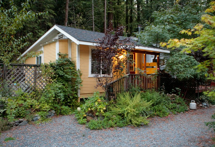 Gravestein Cottage - Beds: Queen BedOccupancy: 2 Person(s)Size: 1 bedroom, 1 bathView: RedwoodsRates From: $155