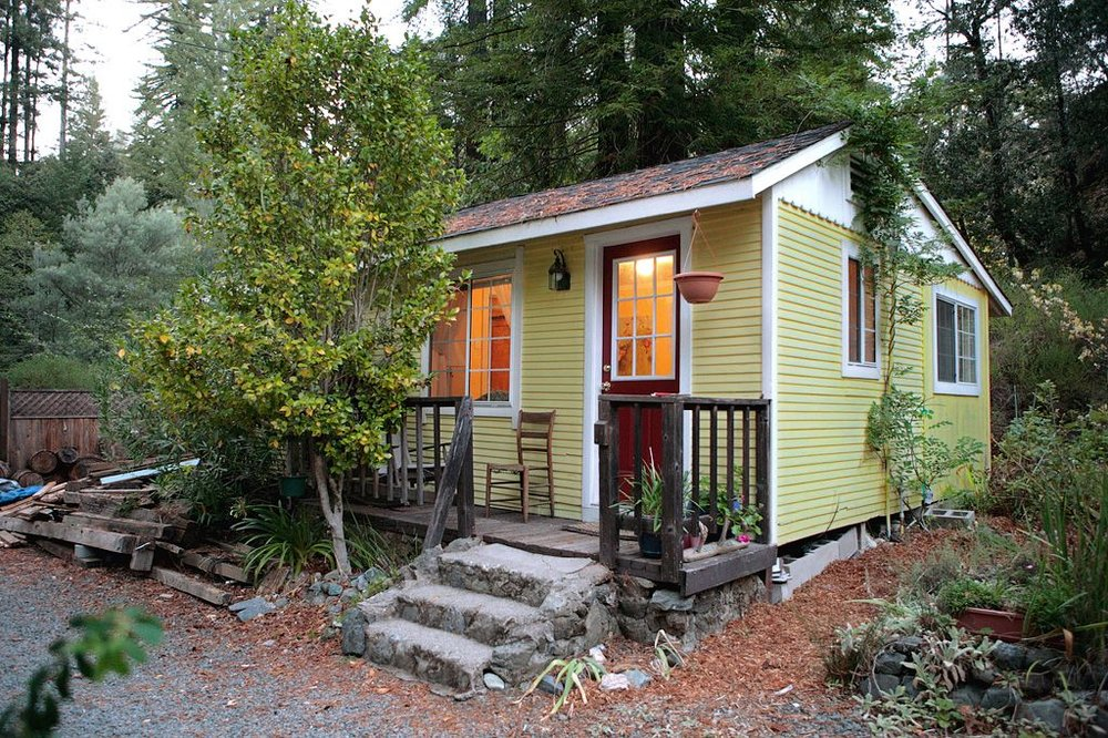 Creekside Cottage - Beds: Queen BedOccupancy: 3 Person(s)Size: 1 bedroom, 1 bathView: CreeksideRates From: $145