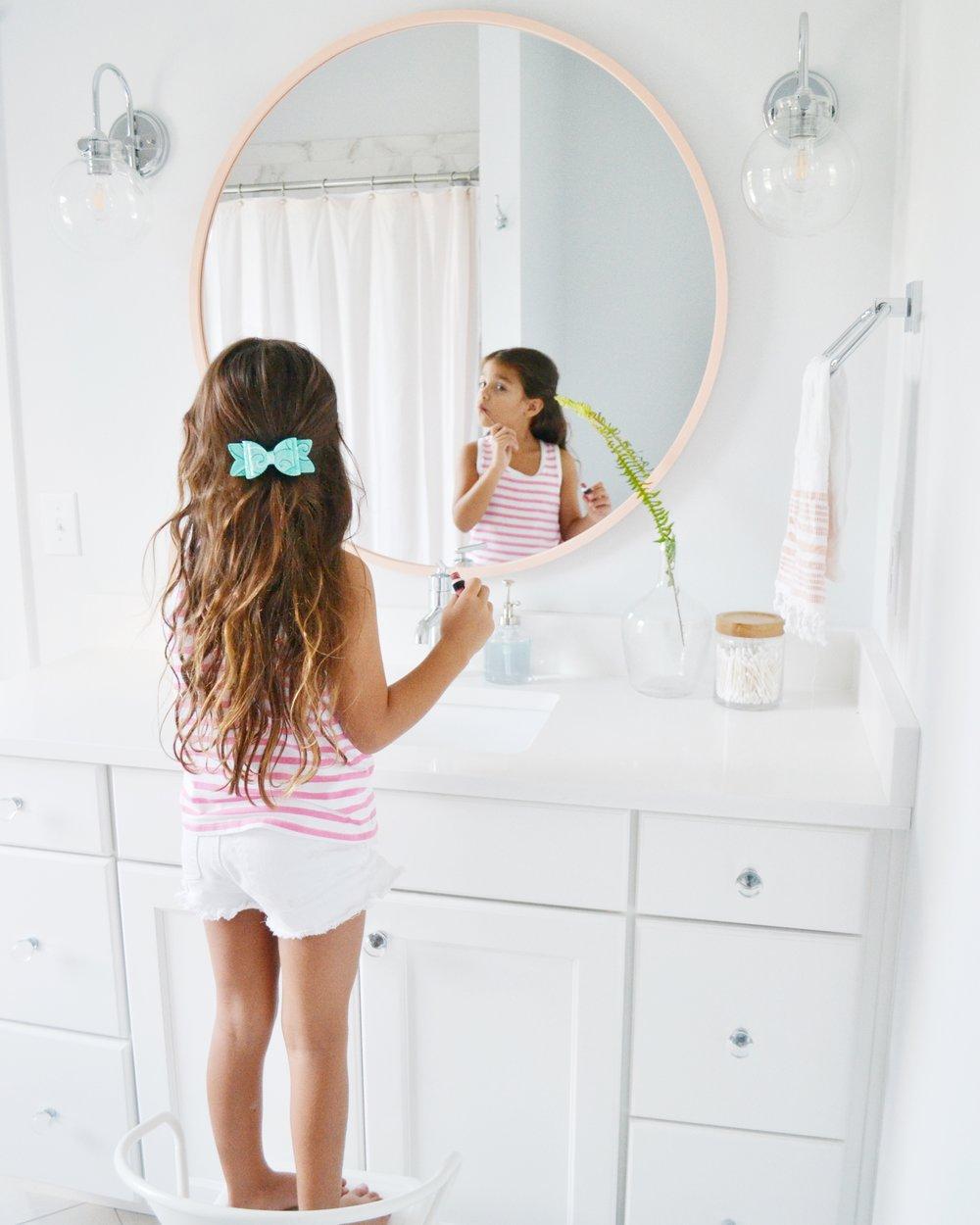 girls bathroom modern