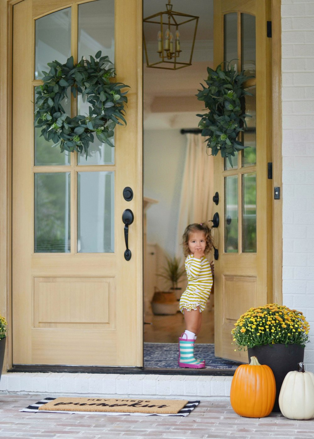 6 tricks to have a fall front porch on a budget