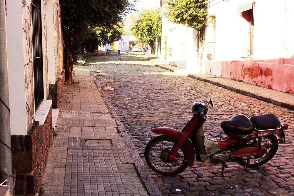 Travel blog street photography in Colonia del Sacramento, Uruguay