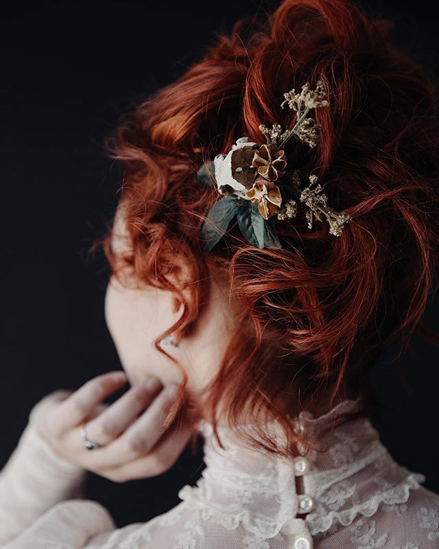 This is Jenalyn. She made her hair piece herself out of a skull she found. Also uploading this insanely gorgeous wedding as we speak. Can't wait to share this southern gothic day of dreams 😍