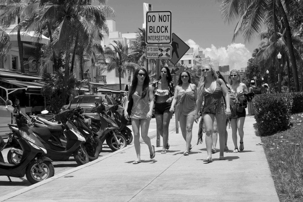 MiamiGirlsBW.jpg